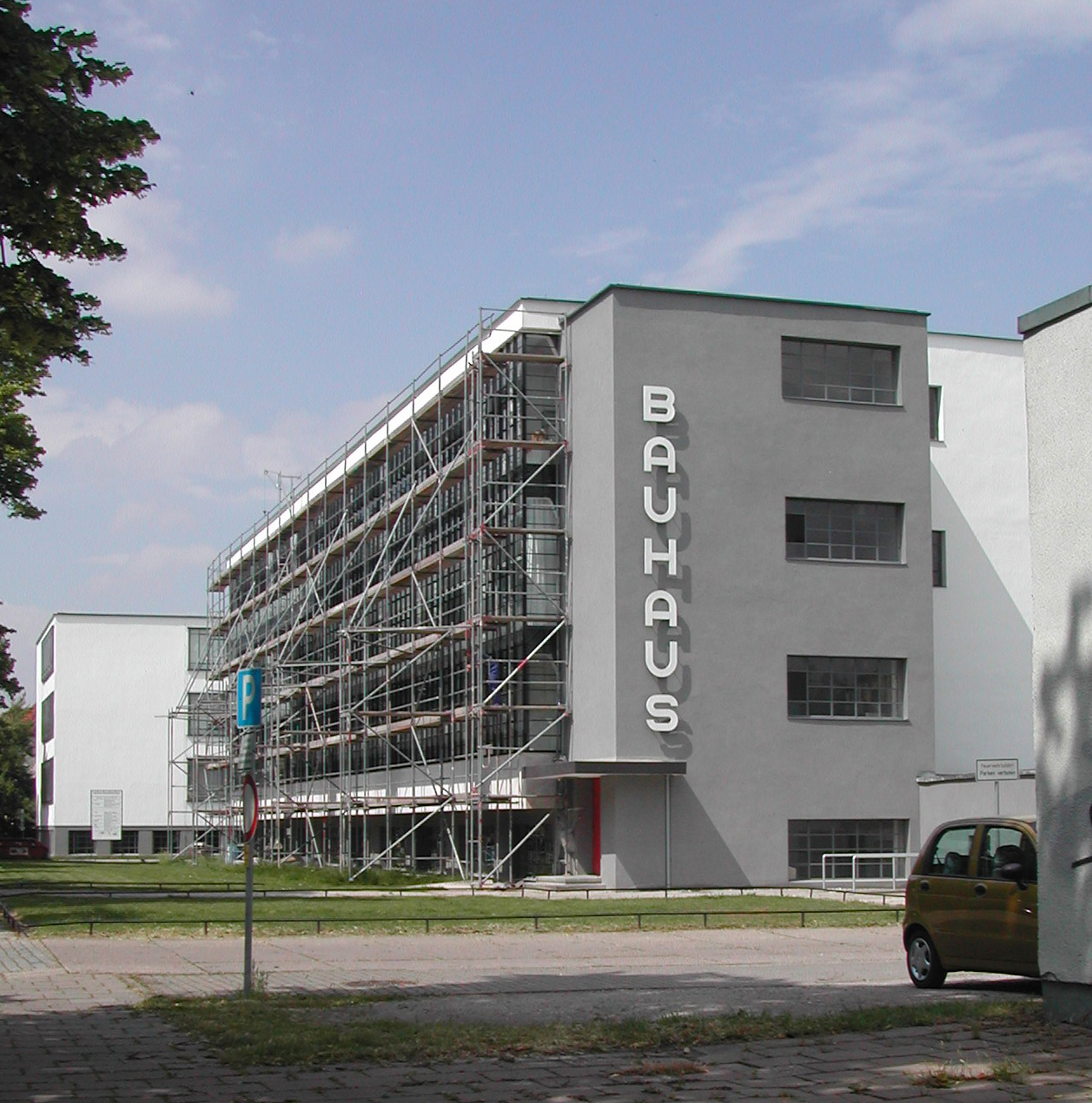 Bauhaus trifecta the three bauhaus museums in germany for Bauhaus replica deutschland